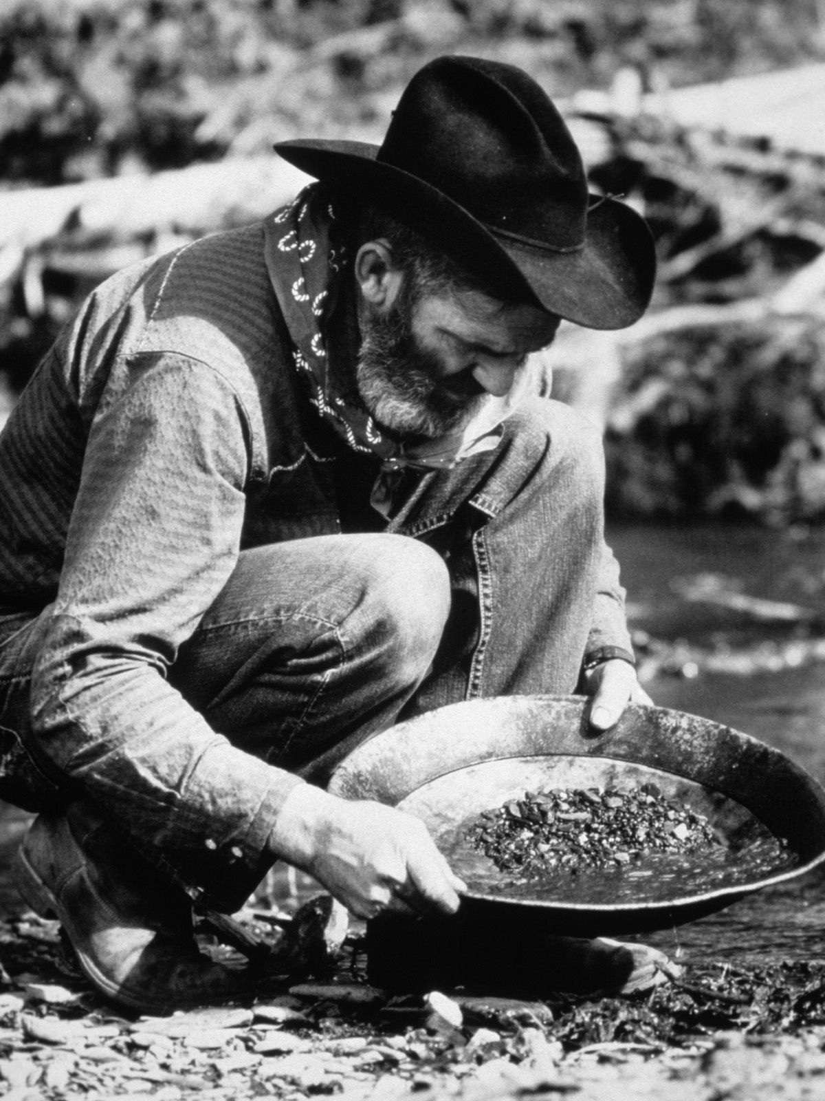 panning for gold in the gold rush - photo #3